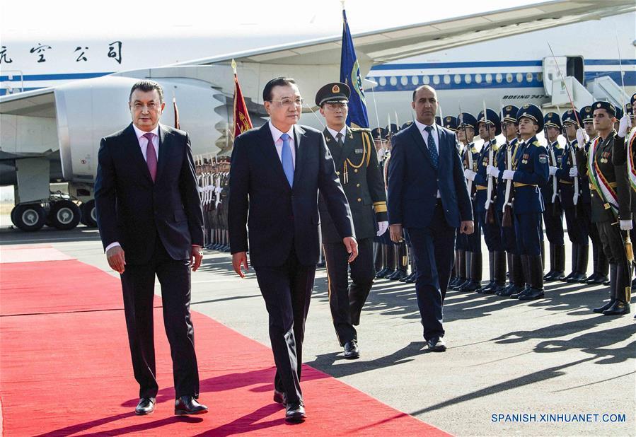 Premier chino llega a Tayikistán para asistir a reunión de OCS y realizar visita oficial