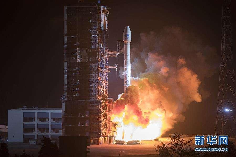 China pone cinco satélites en órbita con un solo cohete