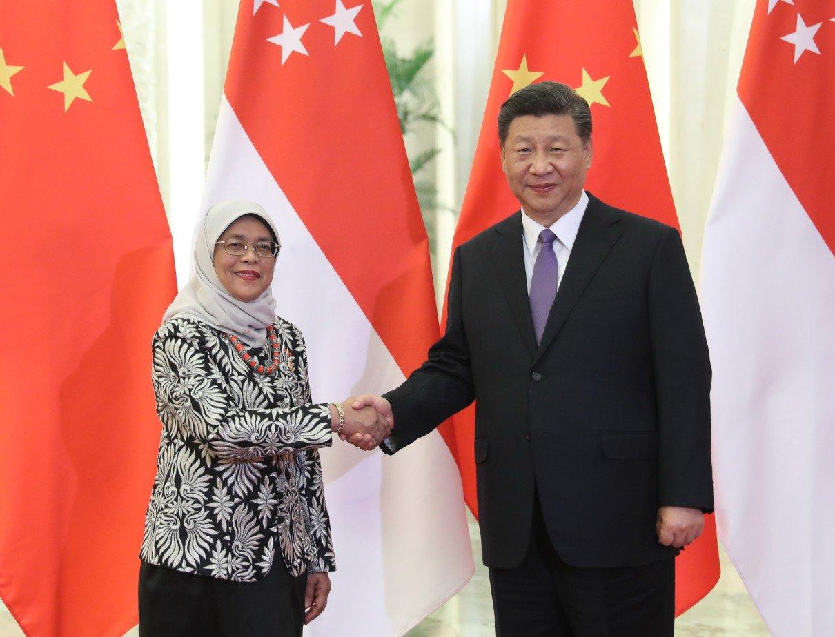 Xi se reúne con presidenta de Singapur