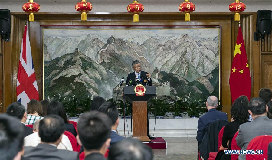 Fuerzas extranjeras no deben interferir en asuntos de Hong Kong, dice embajador chino en el Reino Unido