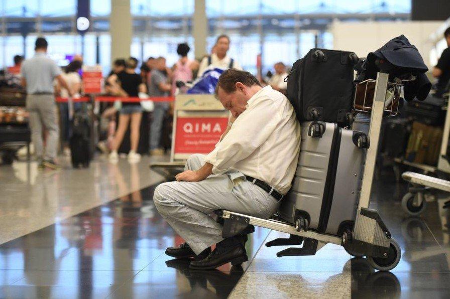 Portavoz del gobierno central chino denuncia graves actos violentos en aeropuerto de Hong Kong