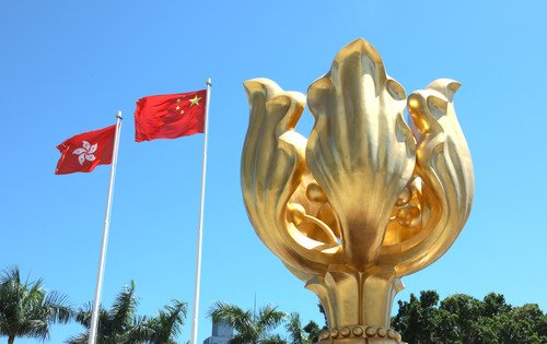 Xi dice que tarea más apremiante de Hong Kong es poner fin a violencia y caos y restablecer orden