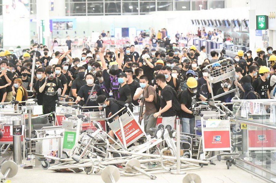 RESUMEN: Expertos instan a detener violencia en Hong Kong y denuncian fuerzas externas detrás de protestas