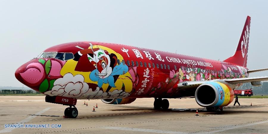 """Decoran avión de pasajeros en China con temas de la novela """"Viaje al oeste"""""""