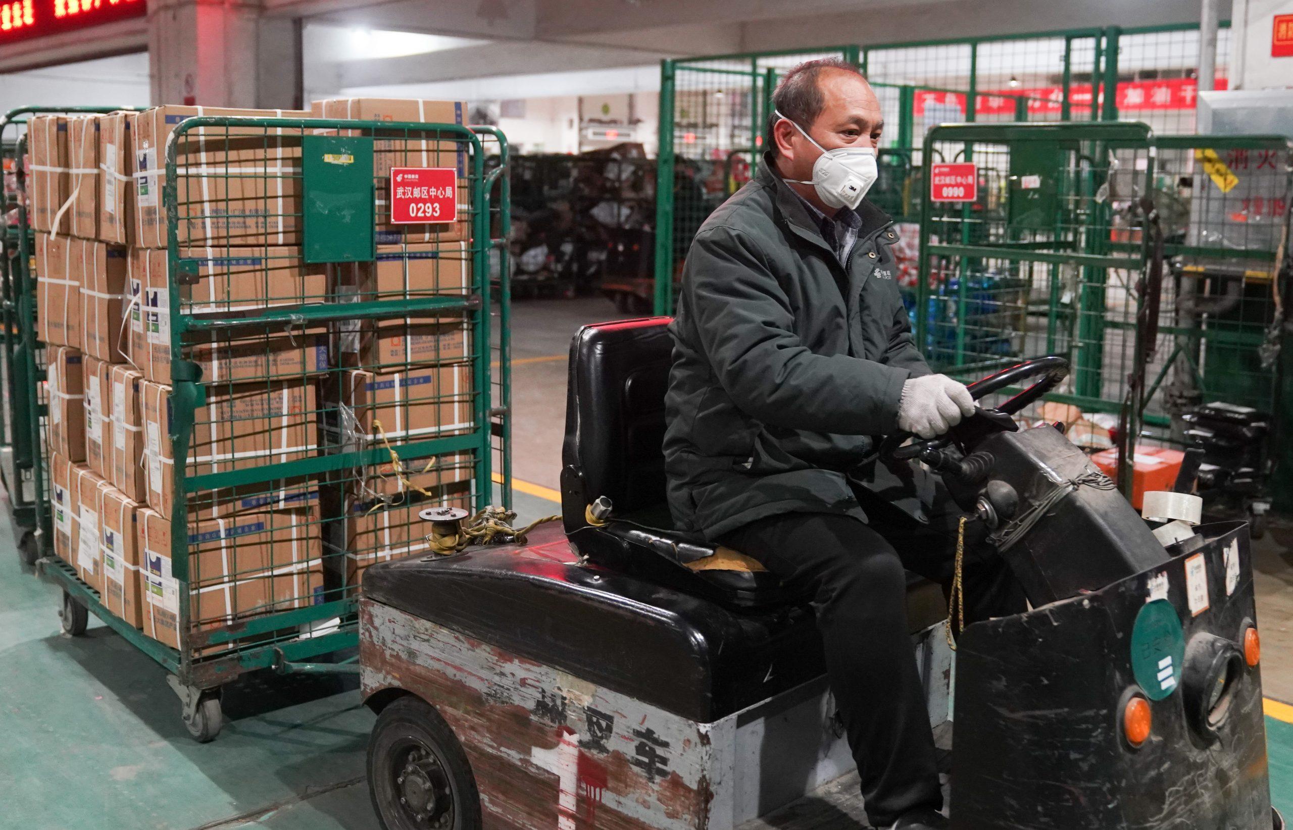China extiende políticas de respaldo laboral y aumenta apoyo financiero a sectores afectados por pandemia