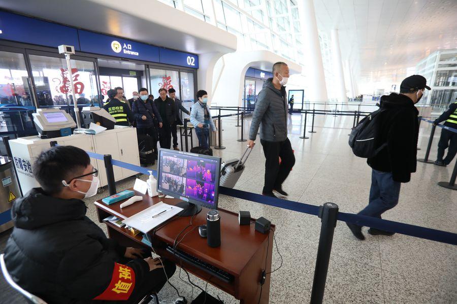 Wuhan, en China, suspende transporte público y vuelos y trenes hacia el exterior