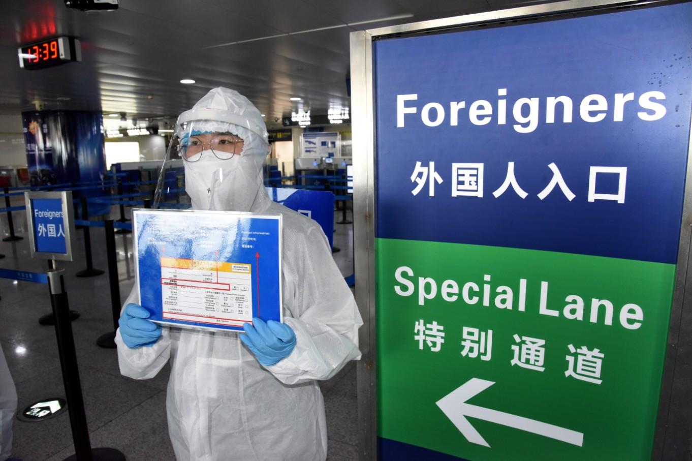 Investigan en China a paciente de COVID-19 que regresó de Massachusetts