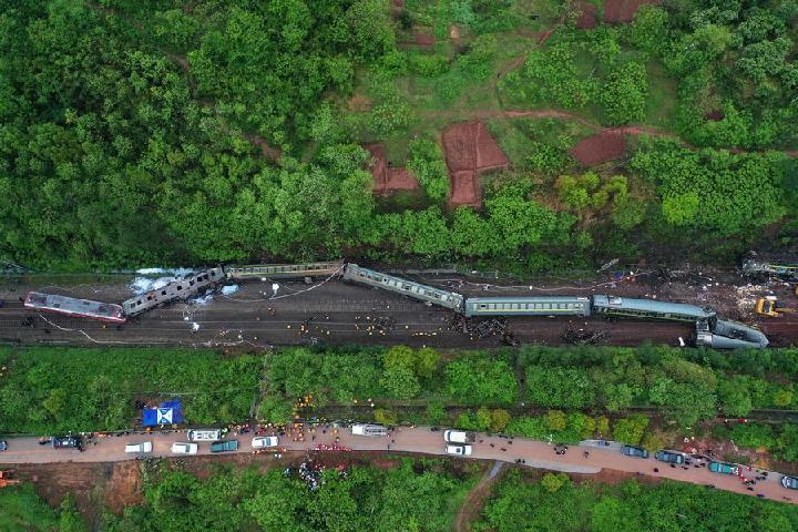 Concluye reparación de tramo averiado tras descarrilamiento en centro de China