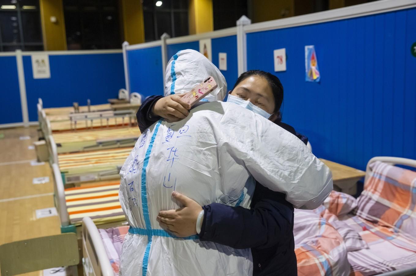 Dan de alta a 19 pacientes de COVID-19 en parte continental de China