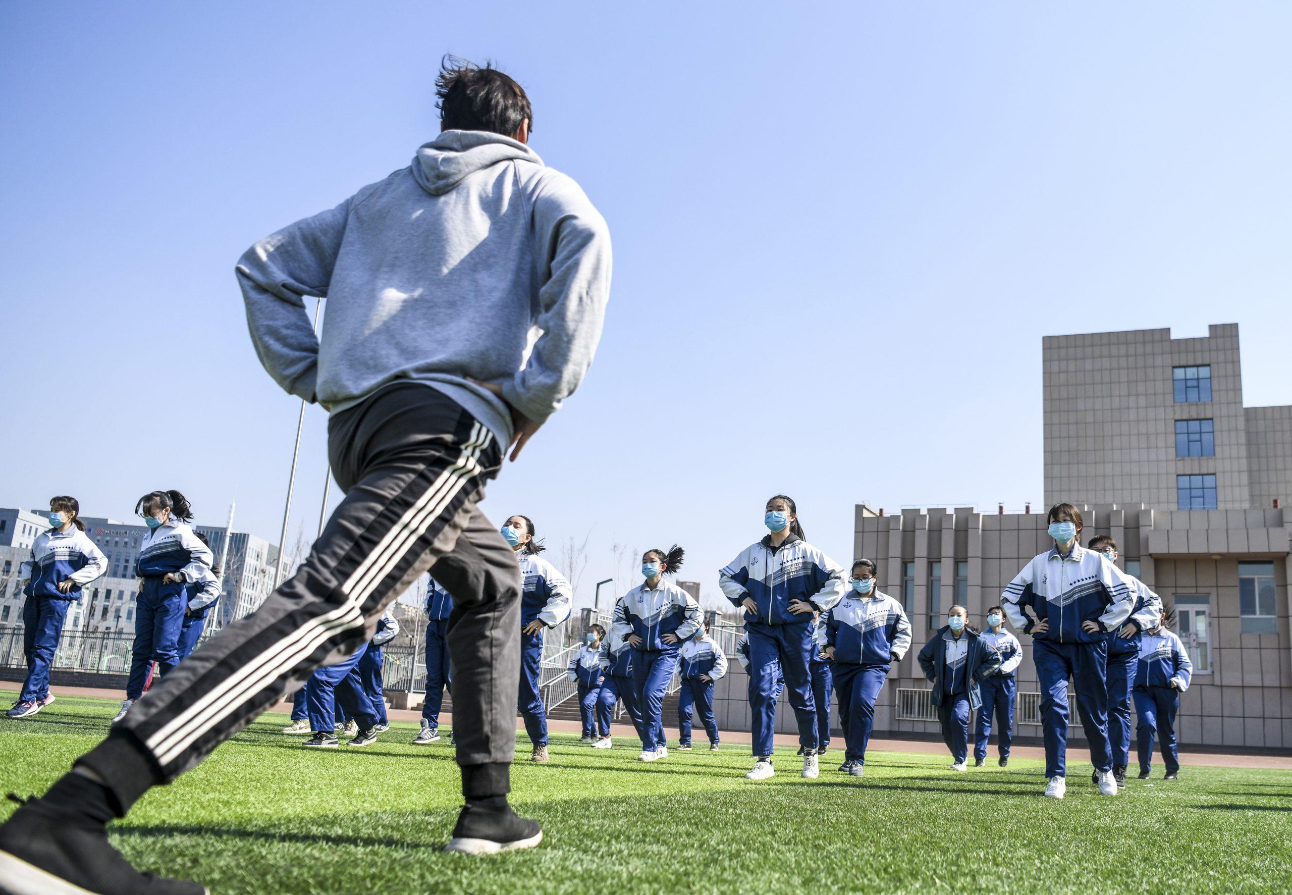 Yao Ming dice que cooperación con deportes escolares puede impulsar talento de baloncesto