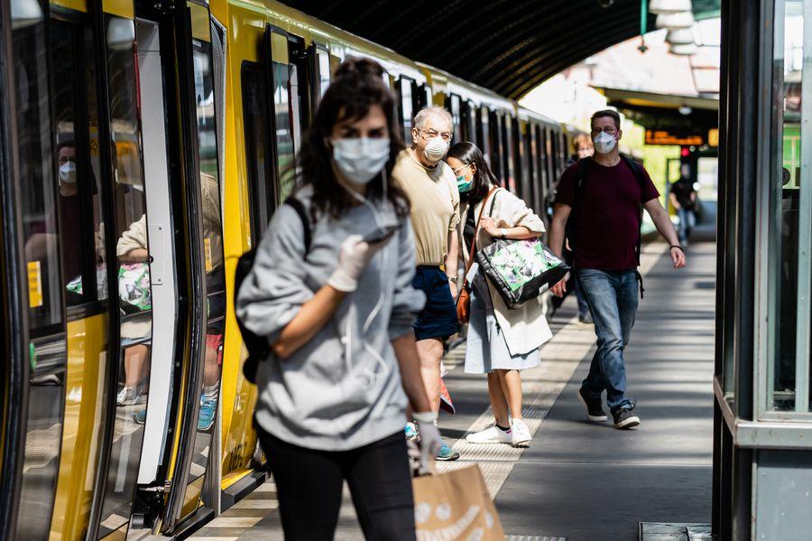Científicos demuestran eficacia de mascarillas faciales para prevenir transmisión de virus