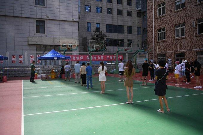 Levantan gestión cerrada en áreas de riesgo medio de ciudad nororiental china de Dalian