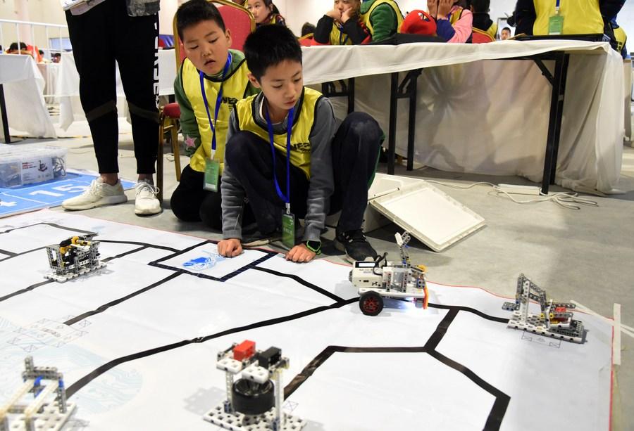 Publicados principios sobre uso de inteligencia artificial por parte de niños en China