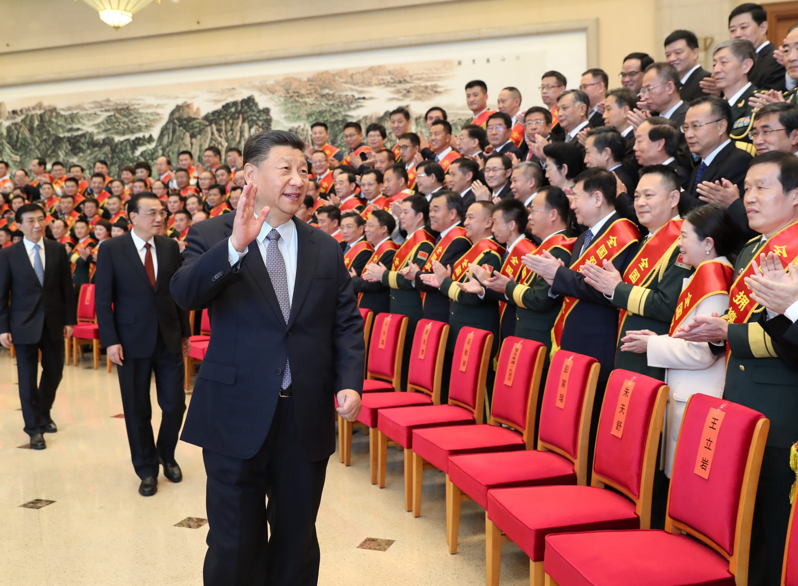 Xi se reúne con modelos a seguir en promoción de solidaridad militar-civil