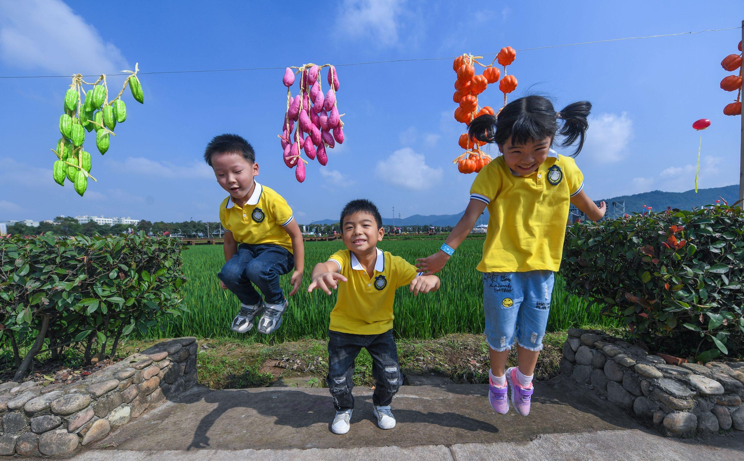 """China pondrá a prueba esquemas de """"ciudad amigable con niños"""" en cerca de 100 lugares"""