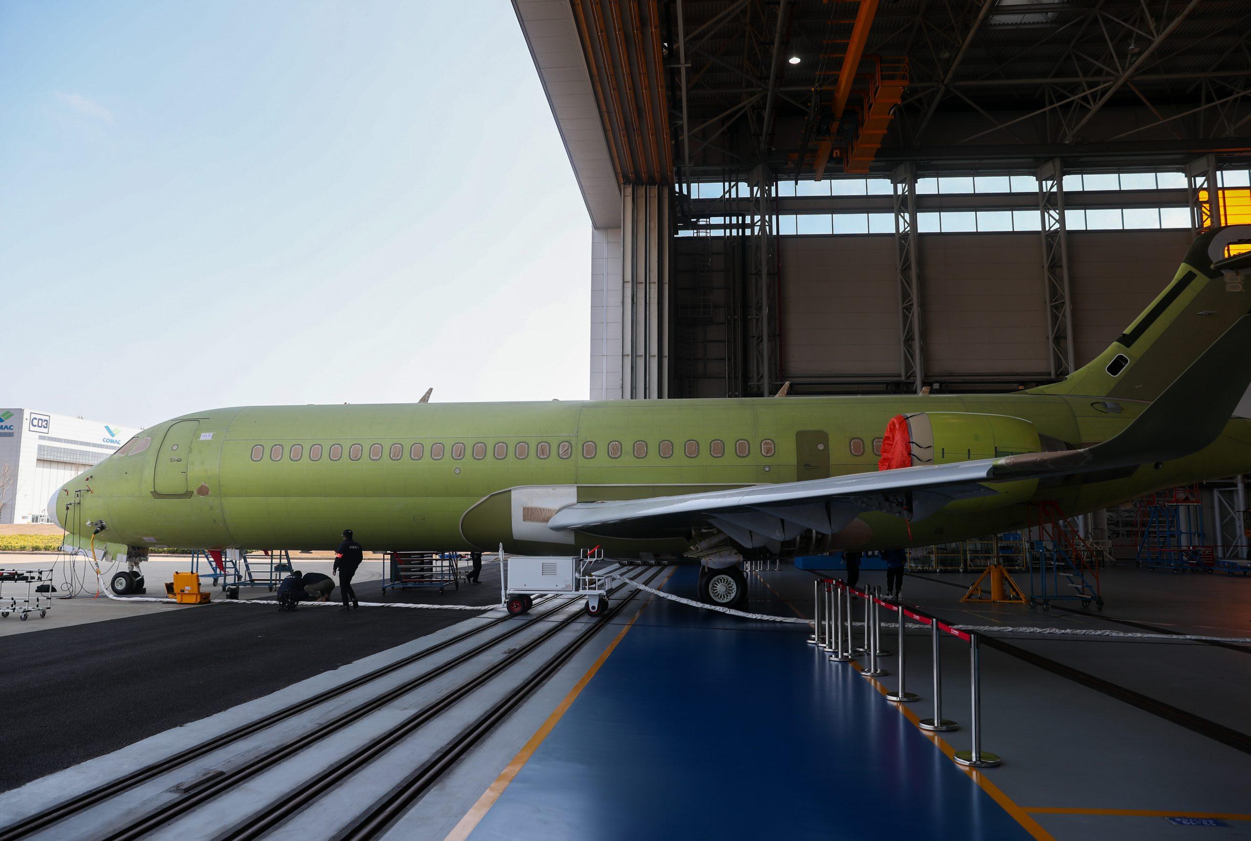 Air China recibe su tercer avión de pasajeros ARJ21