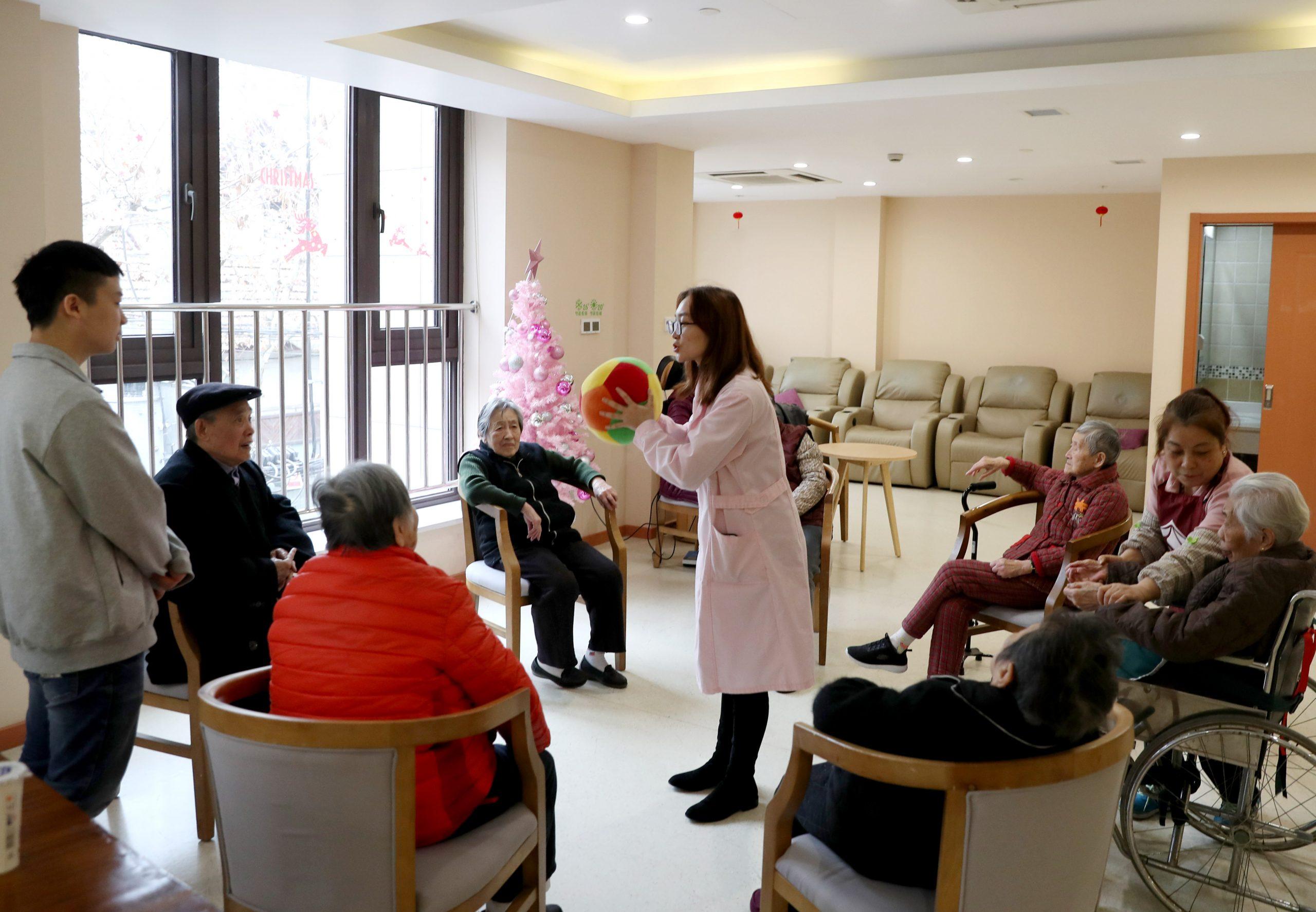 Instituciones para cuidado de ancianos en China permanecen libres de COVID-19: Funcionario