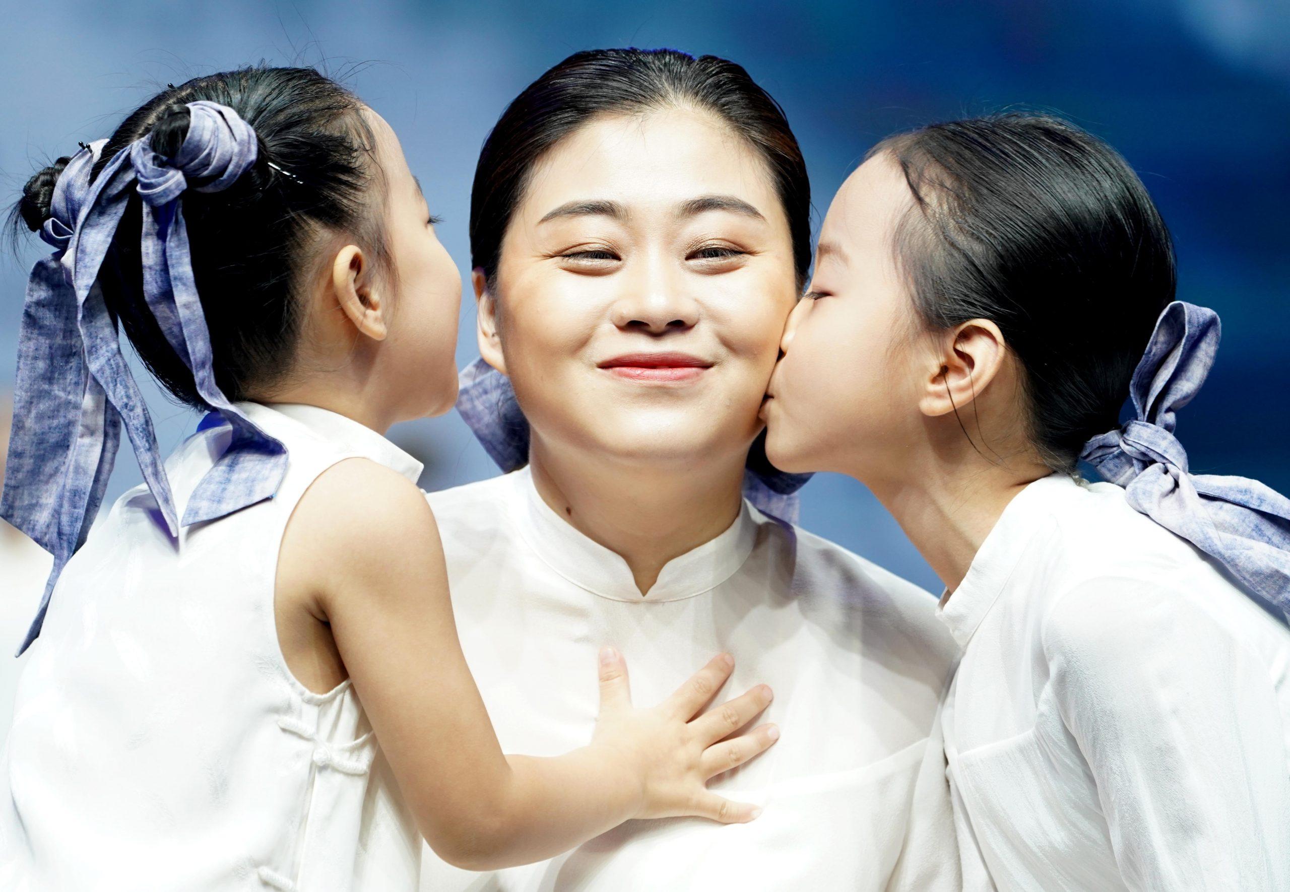 China considera de vital importancia implementar política del tercer hijo y medidas de apoyo