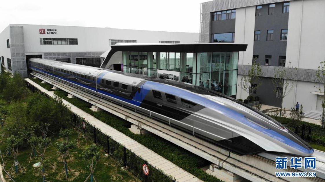 Sale de línea de montaje primer tren maglev del mundo de 600 kilómetros por hora desarrollado por China