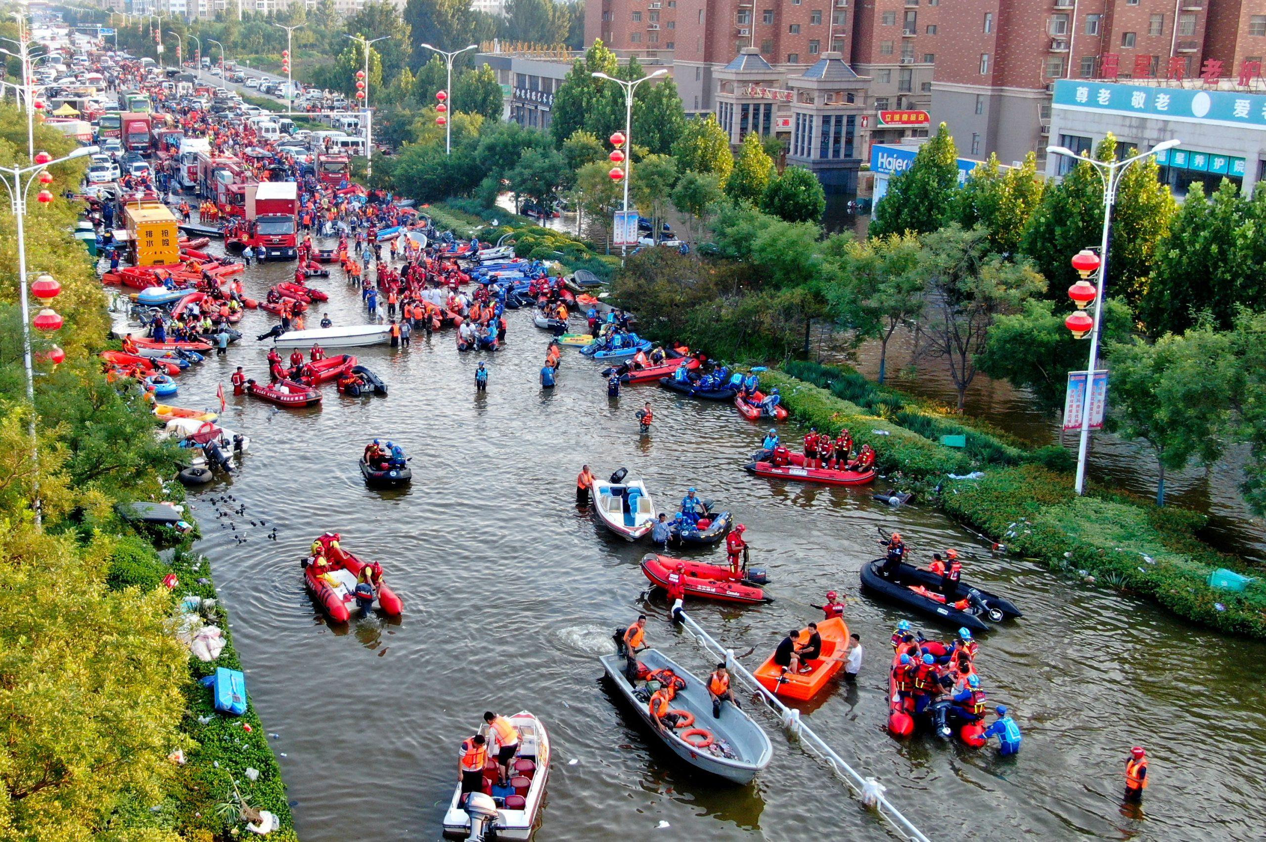 Asciende a 302 número de muertos por inundaciones en provincia china de Henan