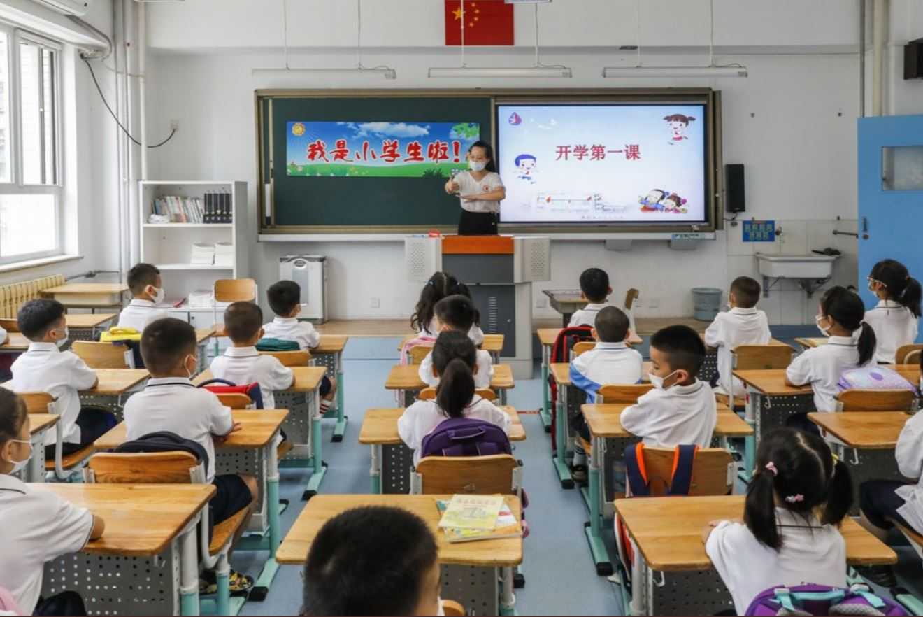 Regulaciones que fortalecen protección de menores en escuelas entrarán en vigencia en septiembre