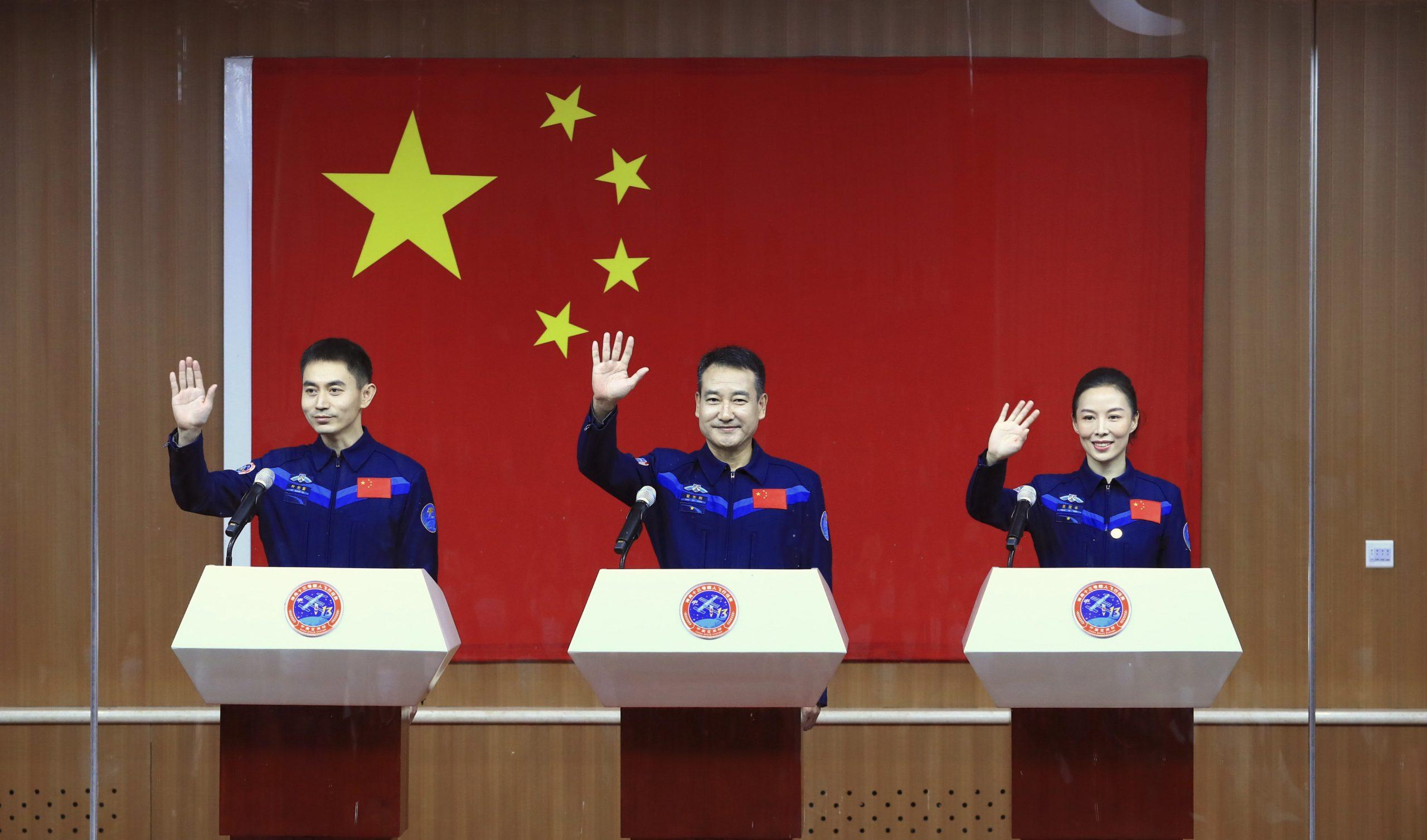 China anuncia tripulación de Shenzhou-13, incluyendo a primera mujer en estación espacial