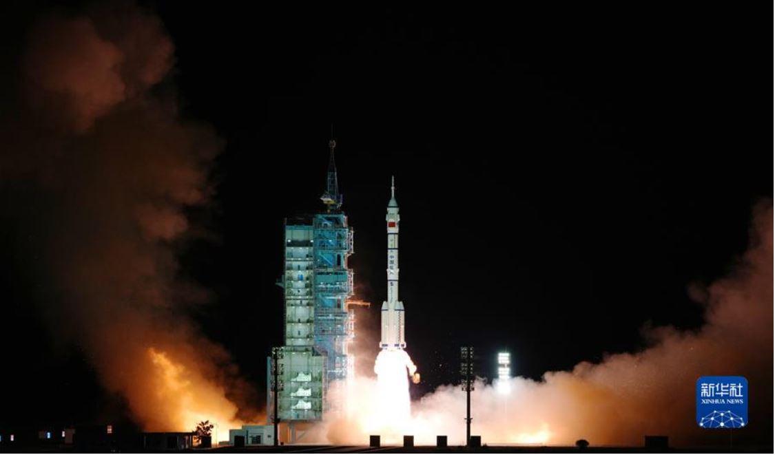 China lanza su misión tripulada más larga para construcción de estación espacial