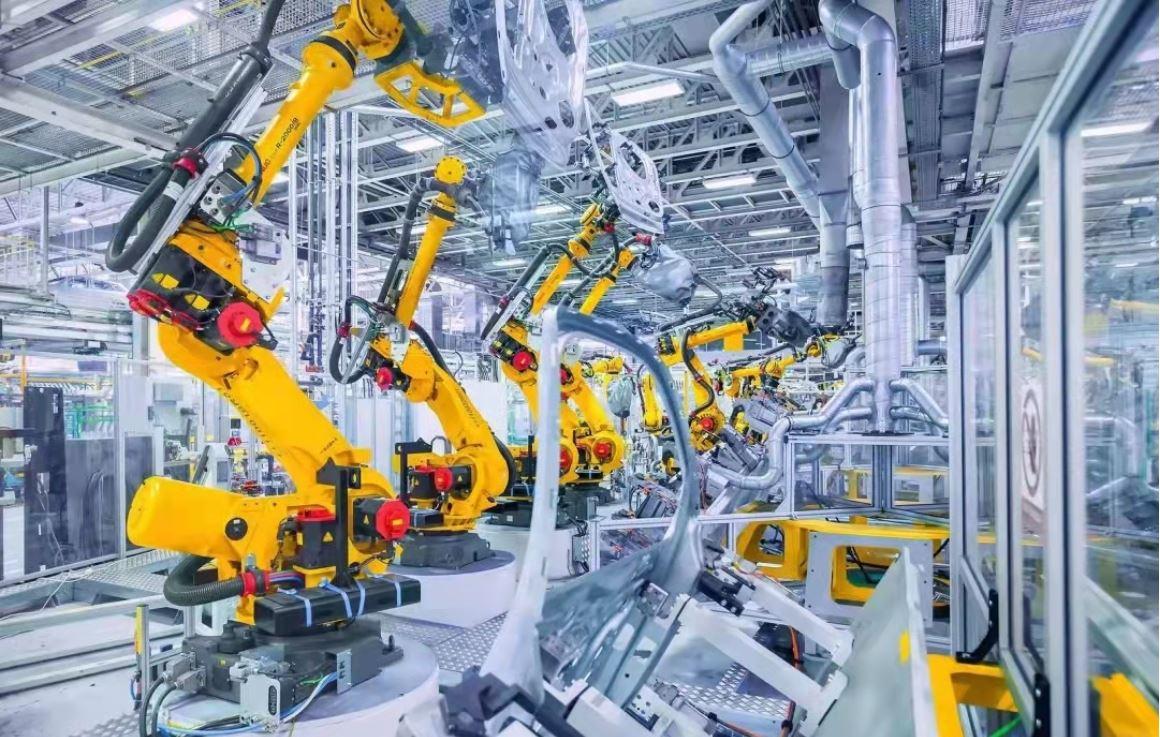 Crece producción de robots industriales de China en enero-agosto