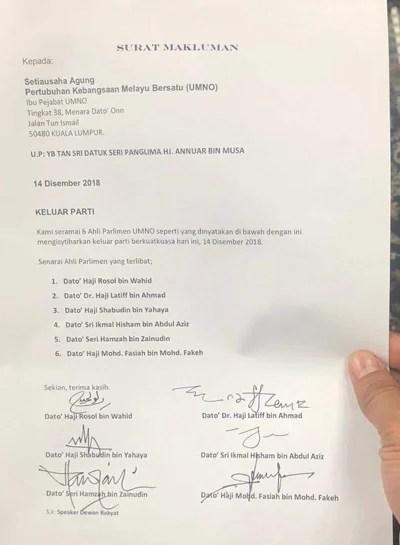 根据马新社发布的消息,他们的辞职信已提呈巫统总秘书安努亚慕沙。