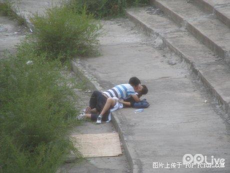 https://i1.wp.com/www.chinasmack.com/wp-content/uploads/2008/09/chinese-students-having-sex-outside-06.jpg