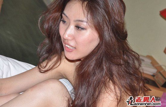 Gong Rumin's nude photos from before she had become famous.