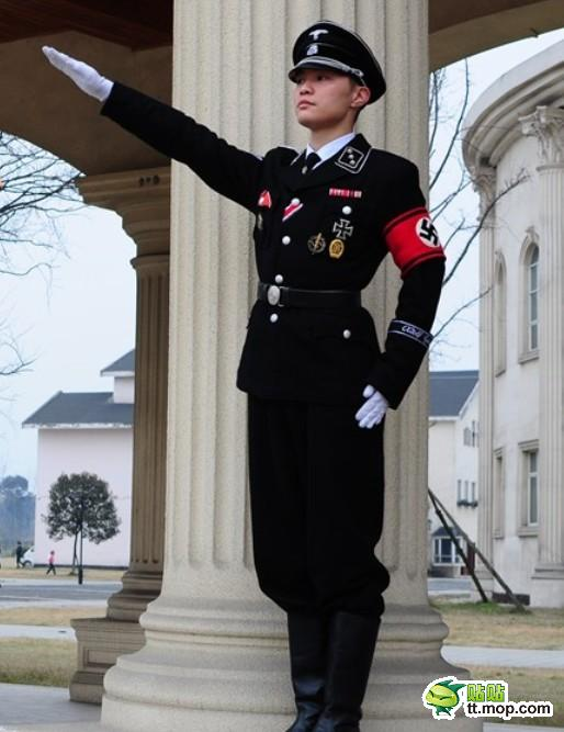 Nazi uniform designer