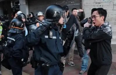 Des manifestants hongkongais passés à tabac