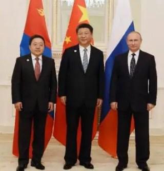 Les présidents mongol Tsakhiagiin Elbegdorj, chinois Xi Jinping et russe Vladimir Poutine