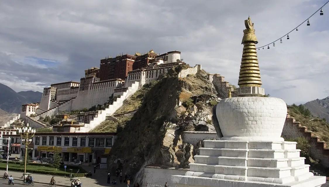 L'ambassadeur américain en Chine visite le Tibet