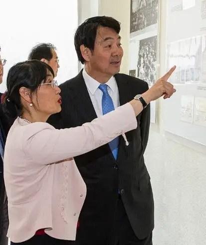 Peiwen Wang, présidente de l'association Amitié Chine-Montargis et Zhai Jun, ambassadeur de Chine à Paris