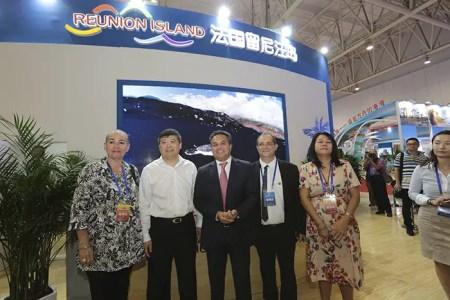 He Zhineng, Didier Robert, président de la Région Réunion, Stéphane Fouassin, et Lynda Lee Mow Sim