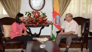 Yin Lixian, ancienne ambassadrice de Chine et l'ancien président James Michel (Seychelles News Agency)