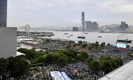 Moody's abaisse la note à long terme de Hong Kong.