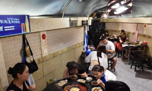 La fondue sichuanaise dégustée dans un abri anti-aérien