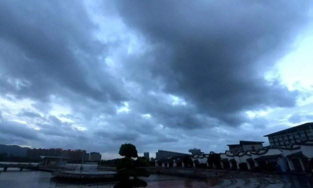 L'est de la Chine touché par les rafales du typhon et des inondations persistantes