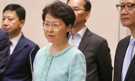 Carrie Lam appelle au dialogue, en vain