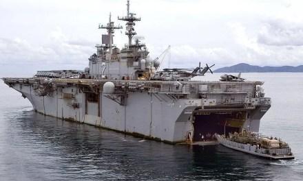 Mise à l'eau du premier navire d'assaut amphibie de Chine