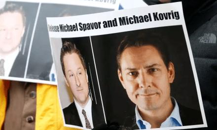 Les deux canadiens auront un procès formel