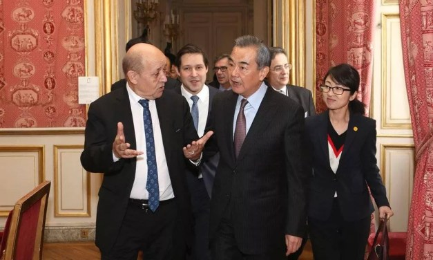 Rencontre fructueuse entre Wang Yi et Jean-Yves Le Drian
