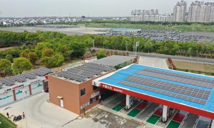 Sinopec construit sa première station-service neutre en carbone en Chine