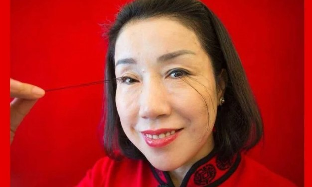La chinoise aux cils les plus longs du monde bat son propre record