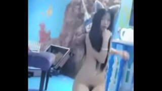 chinese camgirl—full: 123link.co/g3nFmf