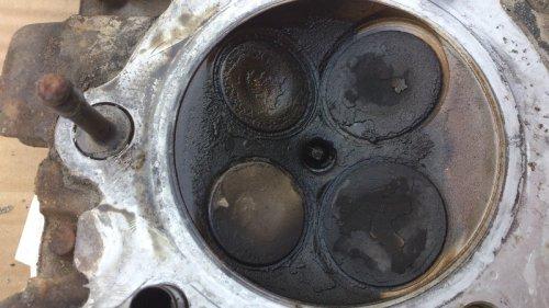 Ölablagerungen am Zylinderkopf
