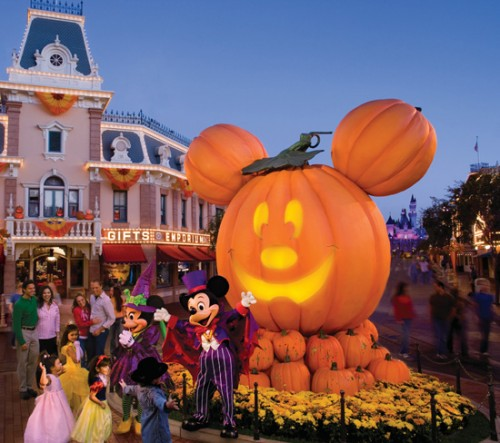 Mickey's Halloween Party moves to Disneyland 1